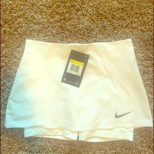 Girls small Nike tennis skirt NWT